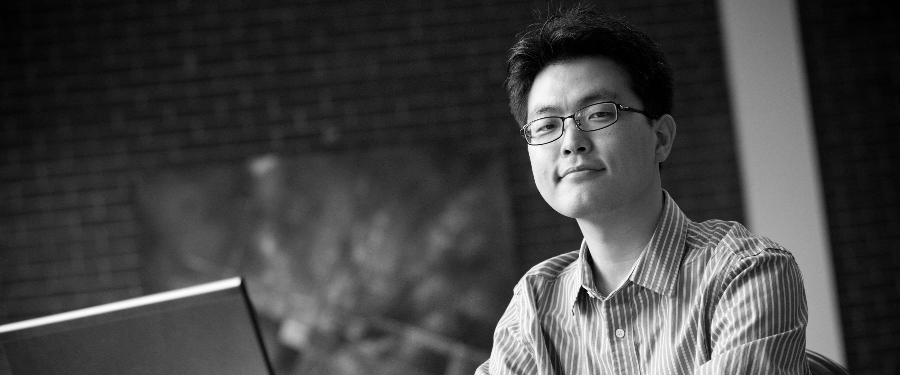 black and white image of In Heok Lee, Ph.D.